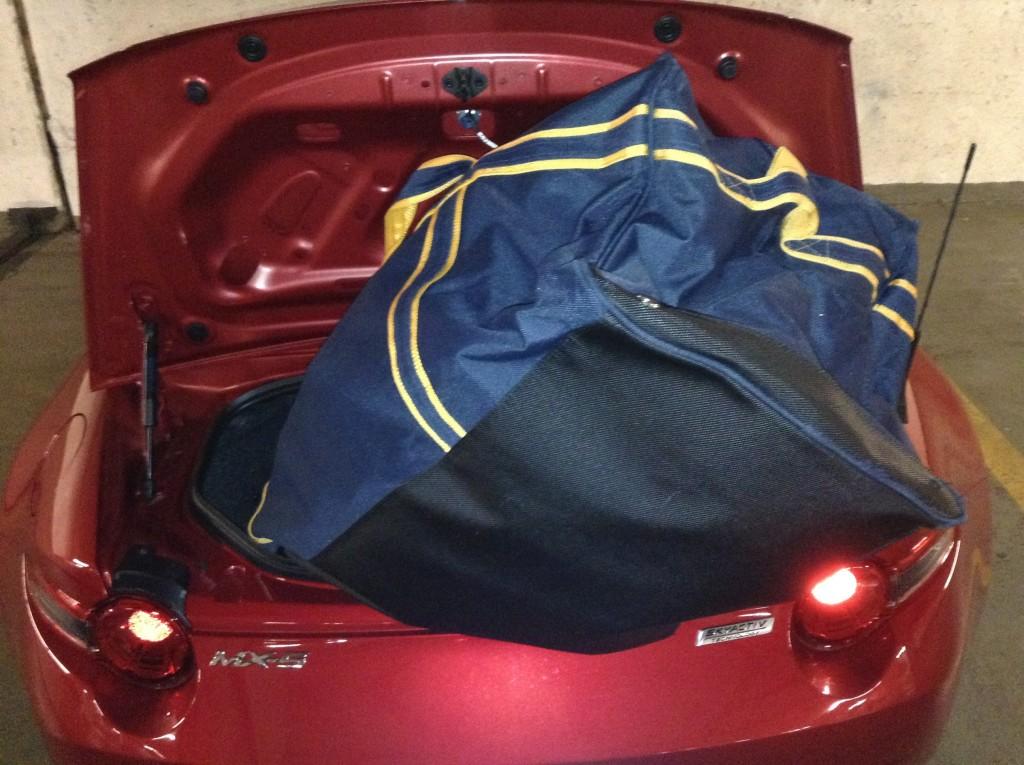 2016_Mazda_MX-5_hockey_bag_test_part1