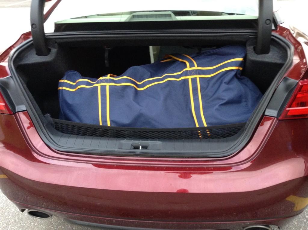 2016_Nissan_Maxima_Platinum_hockey_bag_test