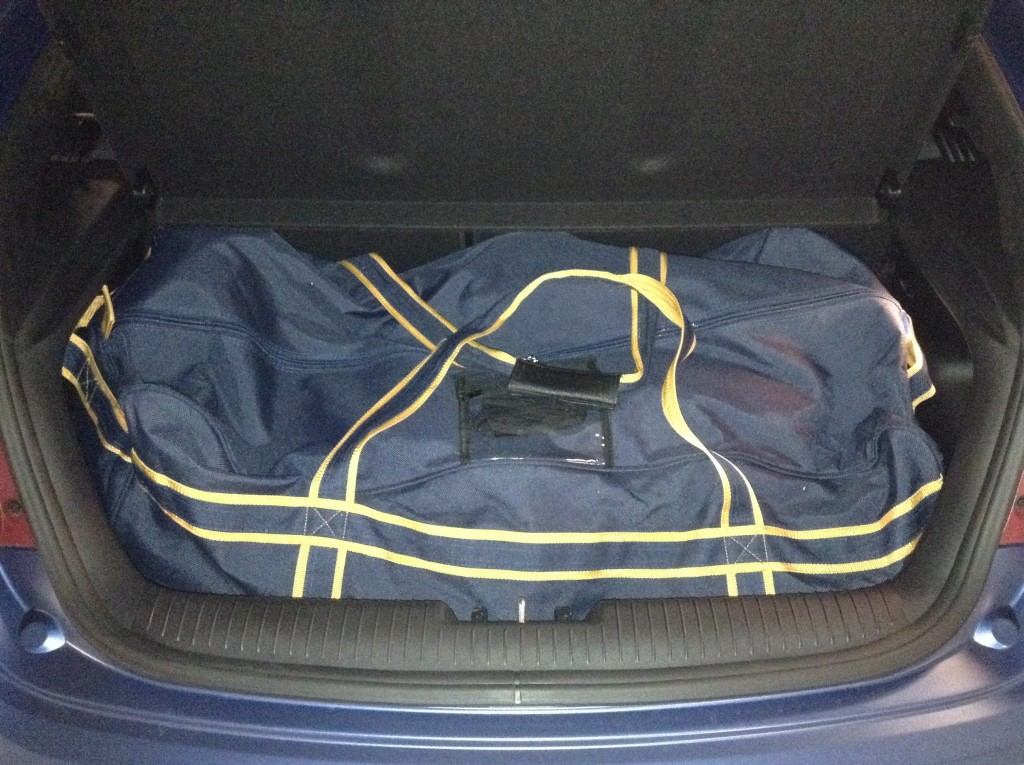 2016_Hyundai_Veloster_hockey_bag_test